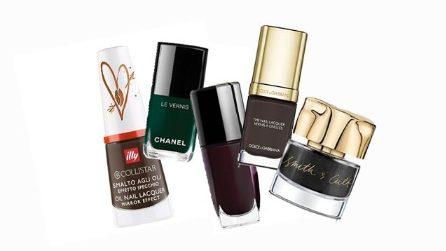 Gli smalti scuri per la manicure dell'autunno 2017