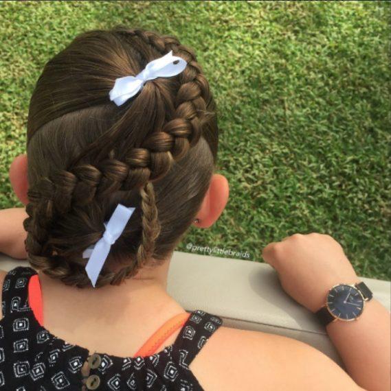 Tira i capelli davanti e inizia ad intrecciare. Fonte: https://www.instagram.com/prettylittlebraids/?hl=it