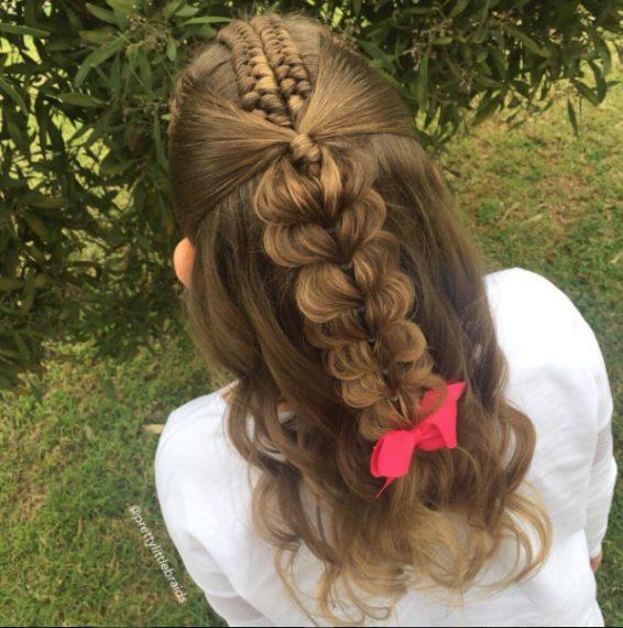 Non lega tutti i capelli, alcuni sono intrecciati altri lasciati sciolti. Fonte: https://www.instagram.com/prettylittlebraids/?hl=it