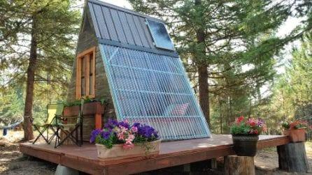 La casetta nel bosco costruita con materiali da riciclo