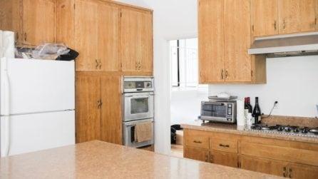 La cucina vecchia andava rinnovata: la trasformazione fai-da-te è stupefacente