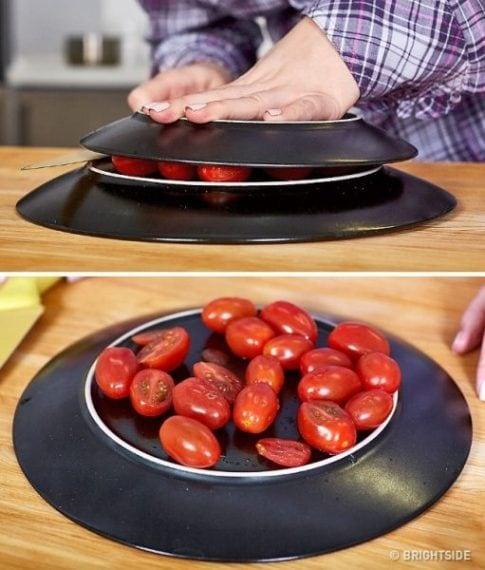 Piuttosto che singolarmente, è possibile tagliarli tutti senza troppe perdite di tempo, mettendoli tra due piatti e tagliando con un coltello nel mezzo