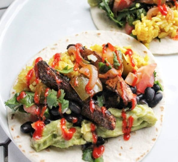 Un tacos con funghi e fagioli neri. Fonte: https://www.instagram.com/p/BaSVVAent1H/?hl=it&tagged=vegeterian