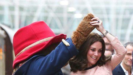 Kate Middleton, le prime foto con il pancino in evidenza