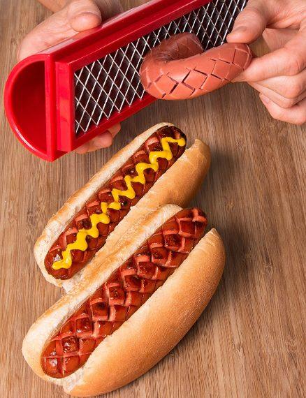 Creare scanalature negli hotdog per cuocerli al meglio