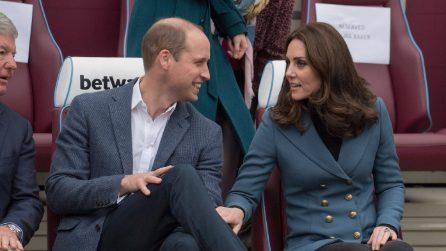 Kate Middleton nasconde il pancino con la giacca doppio petto