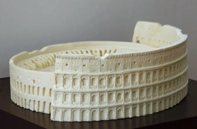 Nulla da invidiare ai souvenir che si trovano a Roma, questo però è più buono. Fonte: http://thatlooksfab.com/yummy-chocolate-sculptures/