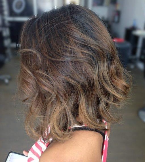 Balayage su capelli corti dall'effetto molto naturale