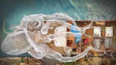 Un Kraken d'acciaio diventa l'insolita barriera corallina artificiale nel Mar dei Caraibi