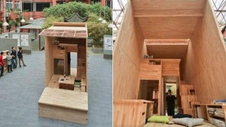 Studente costruisce una mini-casa in legno completa di ogni comfort: il progetto è straordinario