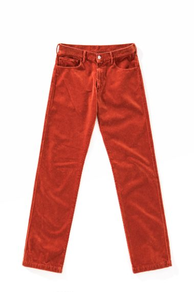 Il jeans colorato per un perfetto look nero aranco