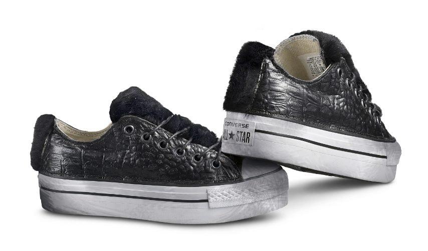 Le sneakers per una notte oscura