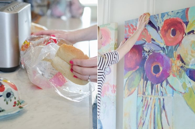 Usando la mollica del pane potete rimuovere la polvere dai dipinti, in modo delicato ma efficace.