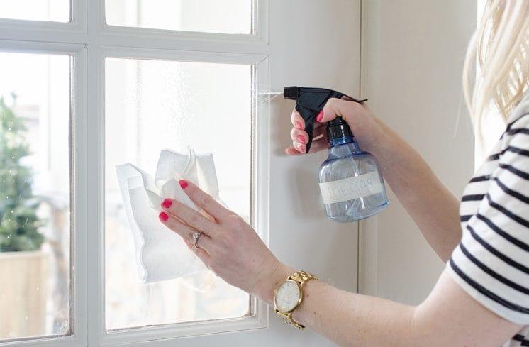 Vaporizzando l'aceto si possono anche pulire le finestre.