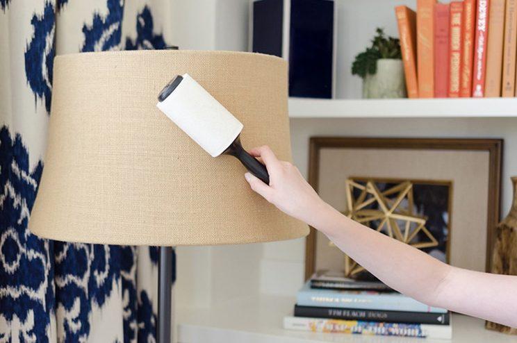 Con una spazzola levapelucchi potete rimuovere la polvere dalle lampade.
