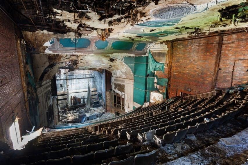 Disegnato dall'architetto C. Howard, contava 1.800 posti a sedere.