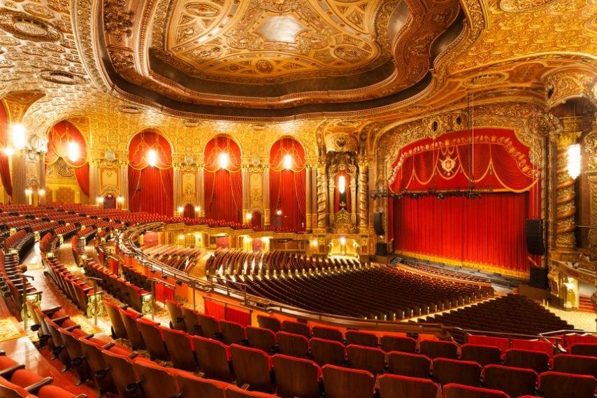 Loew's Kings Theatre aprì i battenti il 7 settembre 1929 a Brooklyn, NY. Fu disegnato da Rapp and Rapp di Chicago.