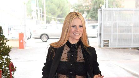 """Il look audace di Michelle Hunziker al """"Maurizio Costanzo Show"""""""