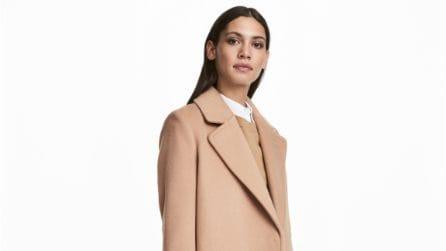 Il cappotto cammello per l'inverno 2017