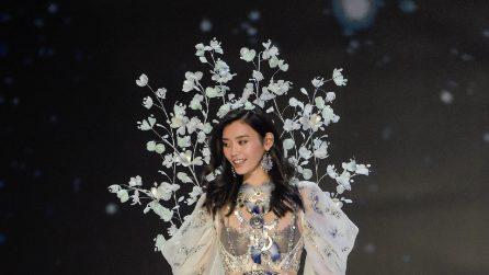 La modella scivola in passerella al Victoria's Secret Fashion Show
