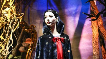 Le vetrine natalizie dedicate a Biancaneve di Saks a New York