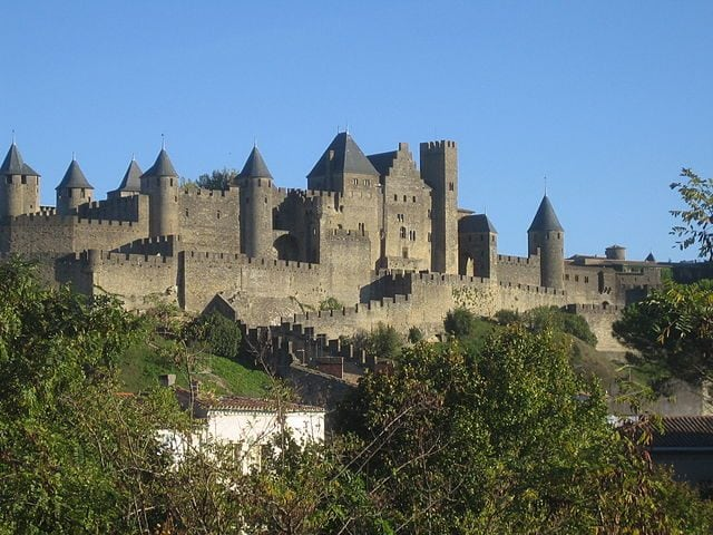 https://commons.wikimedia.org/wiki/File:Burg_von_Carcassonne.jpg