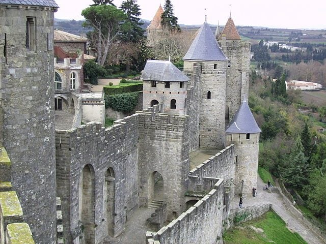 https://commons.wikimedia.org/wiki/File:Carcassonne_cit%C3%A9_walls_towers.jpg