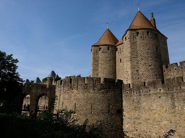 https://commons.wikimedia.org/wiki/File:Carcassonne_La_Cit%C3%A9_Vue_n%C2%B02.jpg