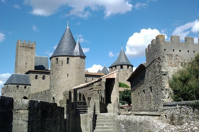 https://commons.wikimedia.org/wiki/File:Remparts_de_la_cité_de_Carcassone_(2).jpg