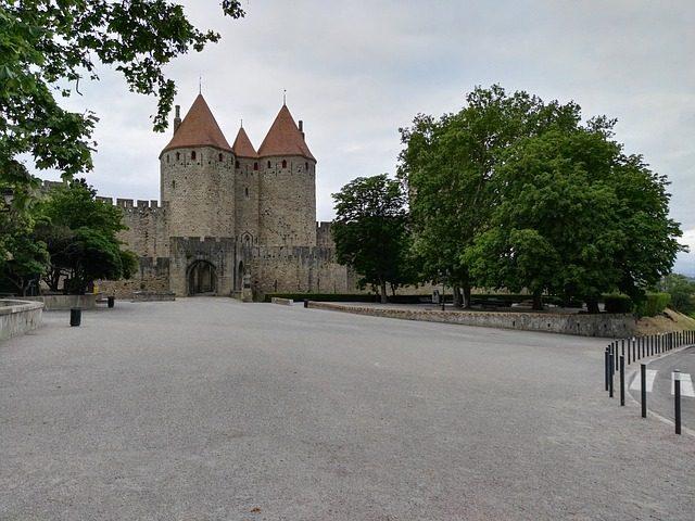 https://pixabay.com/it/carcassonne-citt%C3%A0-medievale-2348499/