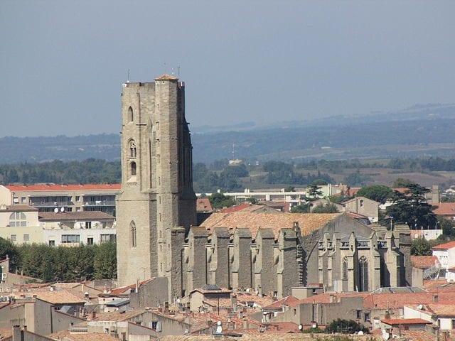 https://commons.wikimedia.org/wiki/File:%C3%89glise_Saint-Vincent_de_Carcassonne_2014-09-26_-_i3048.jpg