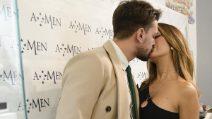Pietro Tartaglione e Rosa Perrotta innamorati e felici, lo shopping pre natalizio è a prova di bacio