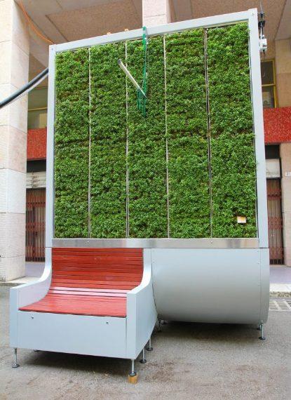 I CityTrees sono filtri vegetali in grado di catturare 240 tonnellate di CO2 e rimuoverle dall'aria circostante. Le panchine anti-smog sono realizzate con pannelli autoportanti creati con l'installazione di muschio e particolari piante che filtrano e abbattono l'inquinamento atmosferico in ambiente urbano. I pannelli, con o senza seduta, accolgono la vegetazione vascolare in grado di assorbire le polveri sottili, il biossido di azoto e l'ozono, ripulendo l'aria in un contesto urbano.