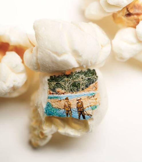 Il fiume, che con il ponte è emblema del film epico, disegnato in miniatura. Fonte: https://www.instagram.com/hasankale08/?hl=it