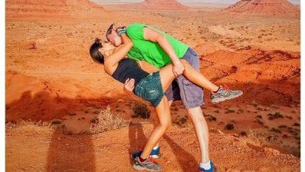 """Rob e Joly, la coppia che si bacia """"a casqué"""" in giro per il mondo"""