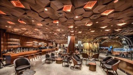 Il nuovo negozio Starbucks a Shanghai, il più grande mai realizzato