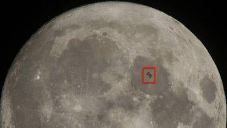 Il suggestivo passaggio della ISS davanti alla Luna