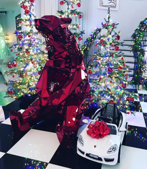 Jennifer Lawrence ha regalato a Kris Jenner una Porche giocattolo