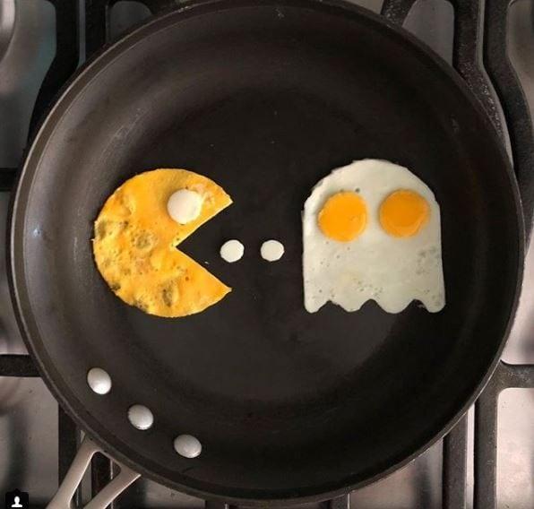 Pac-man. Fonte: https://www.instagram.com/the_eggshibit/