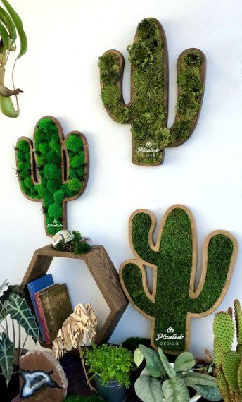 Planted Design è la pianta da parete che non richiede luce solare né manutenzione. Ogni pezzo utilizza il 100% di vita vegetale ed è progettato già con tutto il necessario per la cura della pianta.