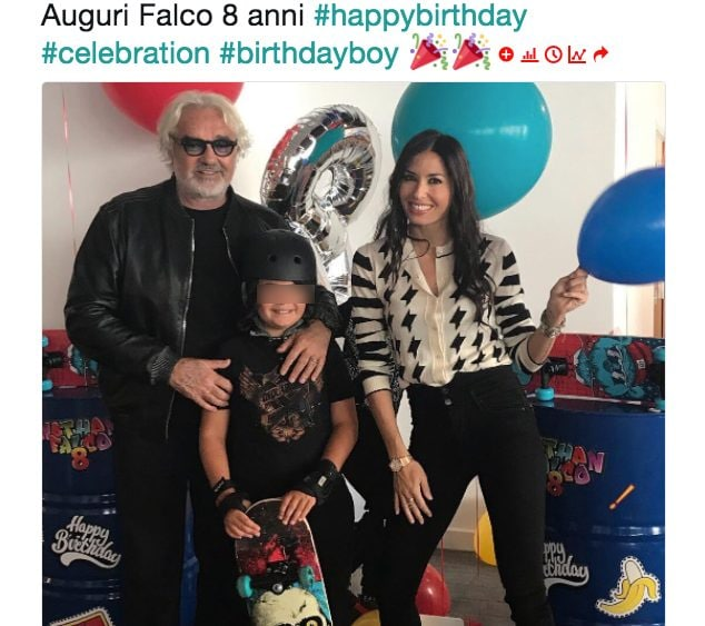La famiglia di nuovo riunita per gli 8 anni del piccolo Nathan Falco Briatore. A condividere la foto è stato proprio il papà Flavio. Accanto a lui, sorridente, la ex moglie Elisabetta Gregoraci.