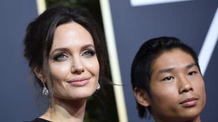 Angelina Jolie con il figlio Pax ai Golden Globe 2018