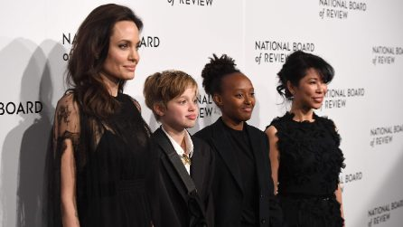 Shiloh Jolie-Pitt indossa lo smoking sul red carpet