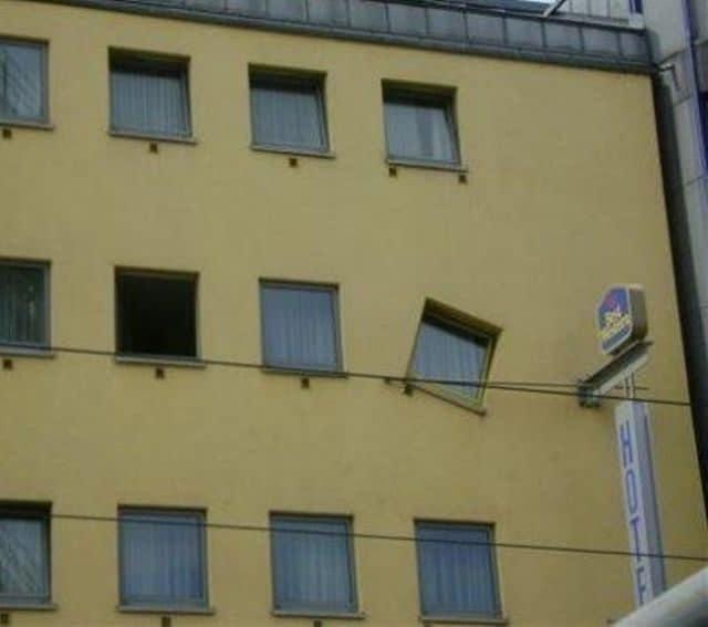 Una finestra obliqua