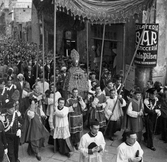 processione di San Gennaro nel 1952-foto Archivio Carbone