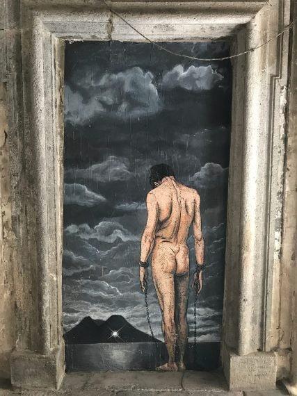 Oltre alle sue immense ricchezze storiche, Napoli è anche una città molto ricca di street art, sia al centro che in periferia. Nelle foto sono mostrate alcune opere di Zilda ed Exitenter, ma è possibile imbattersi in lavori di Adriana Caccioppoli, Francisco Bosoletti, Roxy in the box,