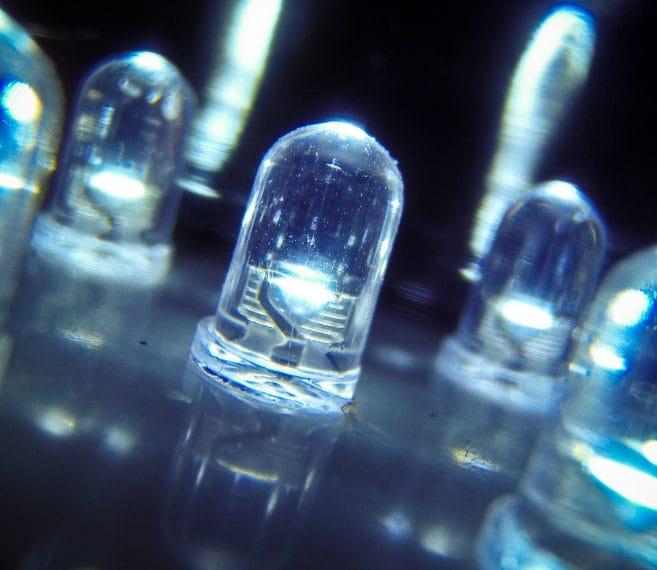 L'utilizzo di lampadine LED, piuttosto che a fluorescenza, possono far ridurre i costi dell'illuminazione anche del 60%.