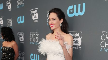 Angelina Jolie in bianco ai Critics' Choice Awards