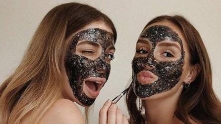 Maschere glitter, il beauty trend del momento