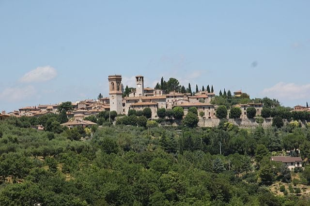 https://commons.wikimedia.org/wiki/File:Corciano,_panorama_(02).jpg